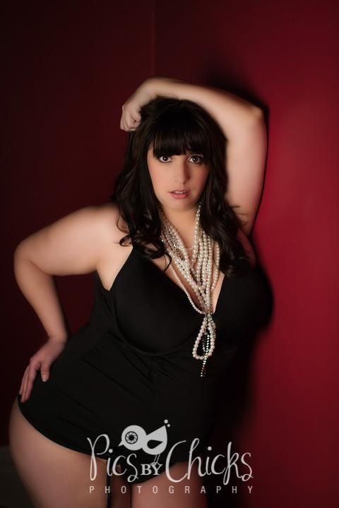 plus size boudoir photographer pittsburgh boudoir pose idea for plus size clients black lingerie from Hips and Curves