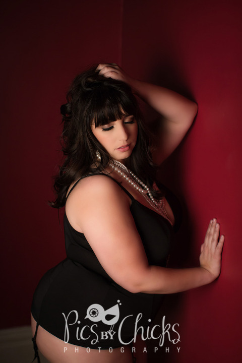 fcfa2f5426b Plus Size Boudoir Photographer Pittsburgh Pose Idea For Clients Black From  Hips