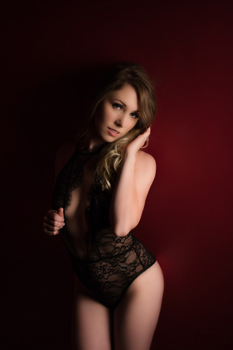 black lace lingerie in pittsburgh boudoir photographer photo shoot