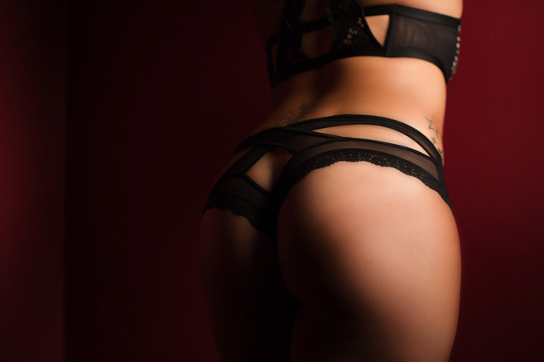 booty photo shot of boudoir photo session in pittsburgh