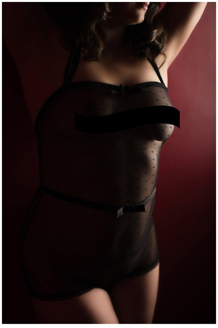 boudoir photography in pittsburgh anonymous body photo that doesn't reveal identity