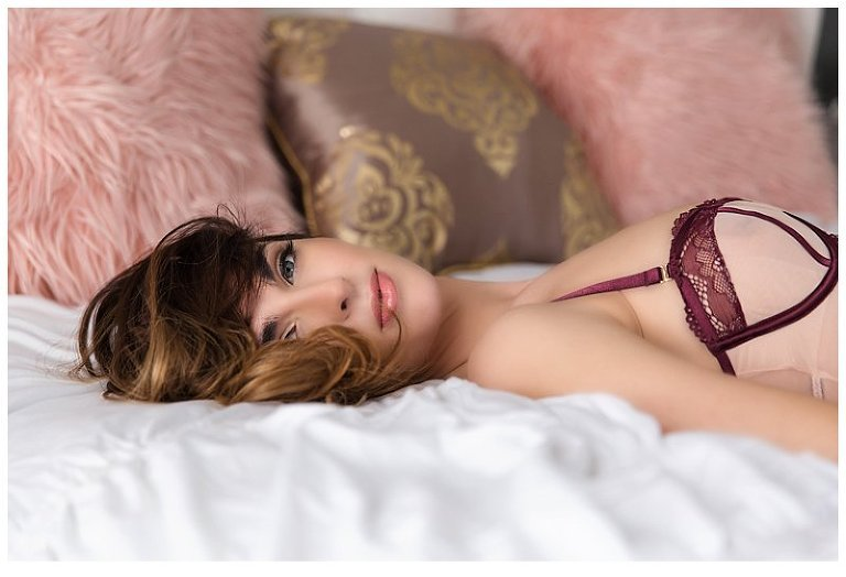 sensual boudoir images from Pittsburgh boudoir photographer pics by chicks photography