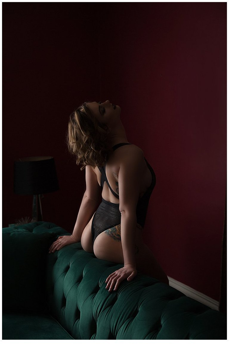 Intimate photos pittsburgh, dark and moody images, posing for boudoir
