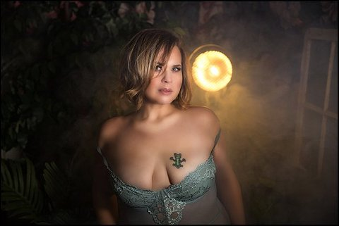 pittsburgh boudoir photography vintage boho set at pics by chicks photography