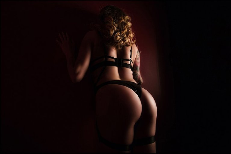 pittsburgh boudoir photography woman in sexy black lingerie with dramatic light