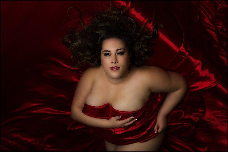 Pittsburgh boudoir photos, plus size pittsburgh boudoir photos, red satin sheets boudoir studio photos